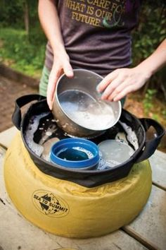 hand wash your dishes while camping
