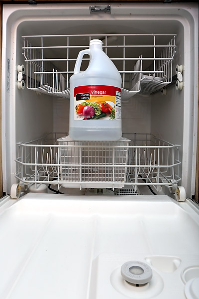 Cleaning your dishwasher with vinegar
